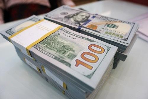Ngân hàng đồng loạt giảm giá USD - Ảnh 1.