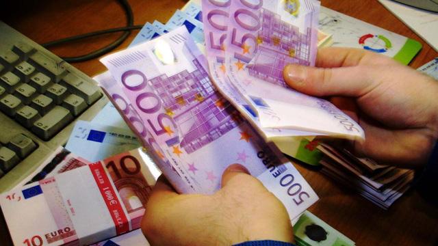 to tien 500 euro sap di vao di vang